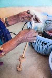 fabrication-traditonnelle-tapis-berbere-anzel-maroc (2)