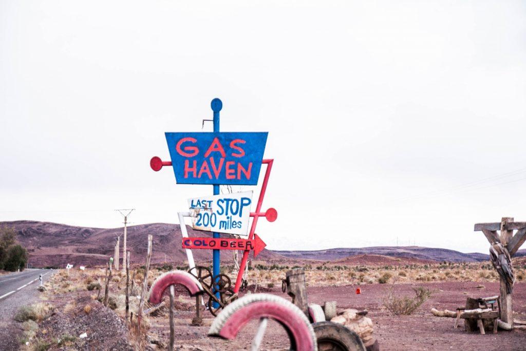 Station essence, decor cinema, la coline a des yeux, Maroc