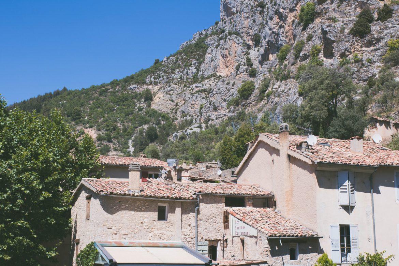Moustiers-Sainte-Marie-gorges-du-verdon