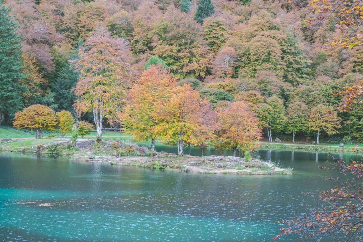 ariege-pyrenee-lac-bethmale-automne