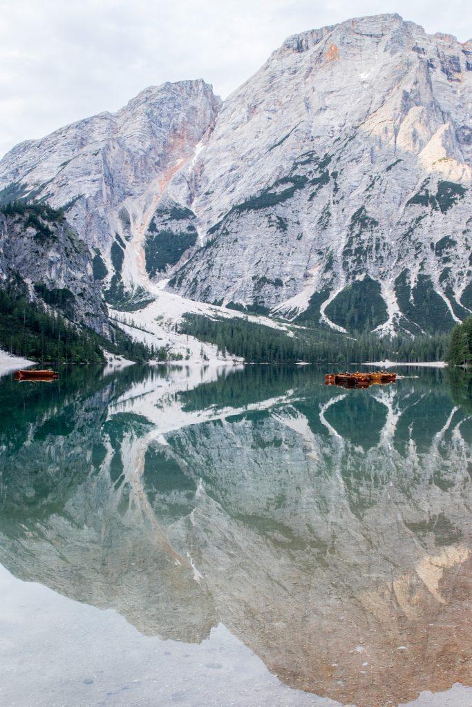 Découvrir les Dolomites en Italie : Lago di Braie, le lac mythique des Dolomites