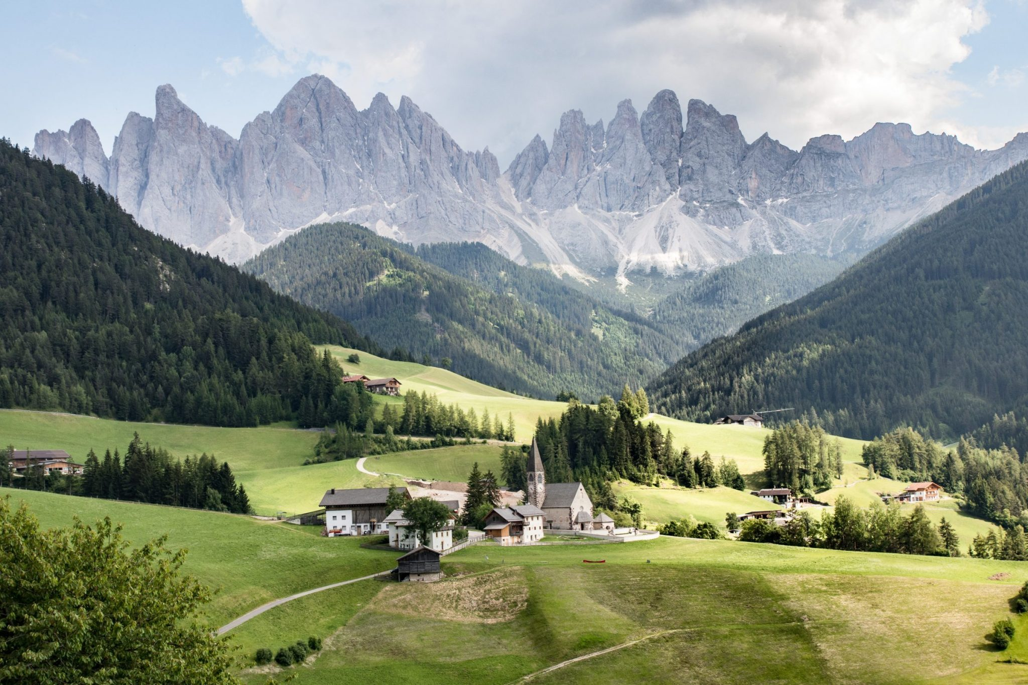 Découvrir les Dolomites en Italie : santa Maddalena, un des plus beaux paysages des Dolomites