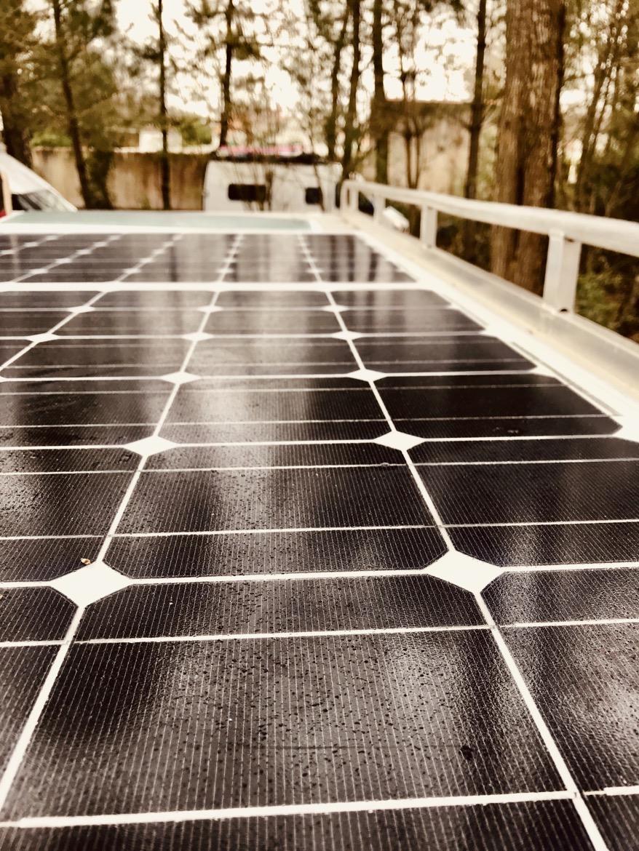 Aménagement van : installation panneaux solaires